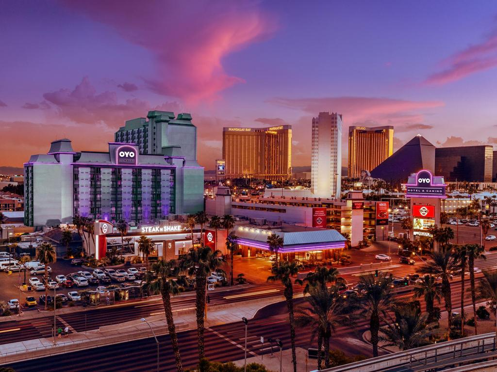 โอโย โฮเต็ล แอนด์ คาสิโน ลาส เวกัส (OYO Hotel and Casino Las Vegas)